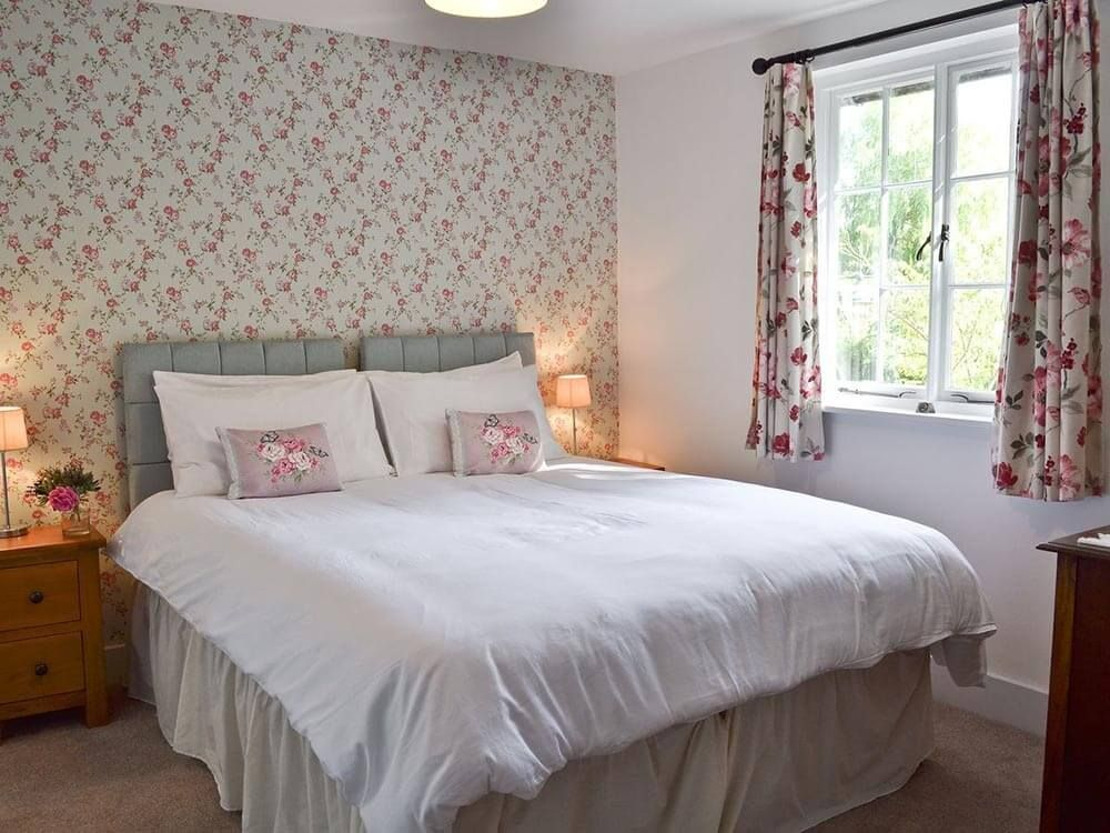 Ground floor: Double/twin bedroom with 5' zip and link beds and shares the family bathroom