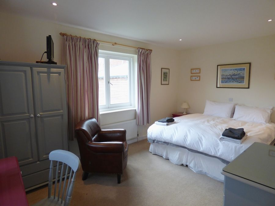Norfolk Holiday Cottage To Rent In Burnham Overy Staithe Gillies - Gillies bedroom furniture
