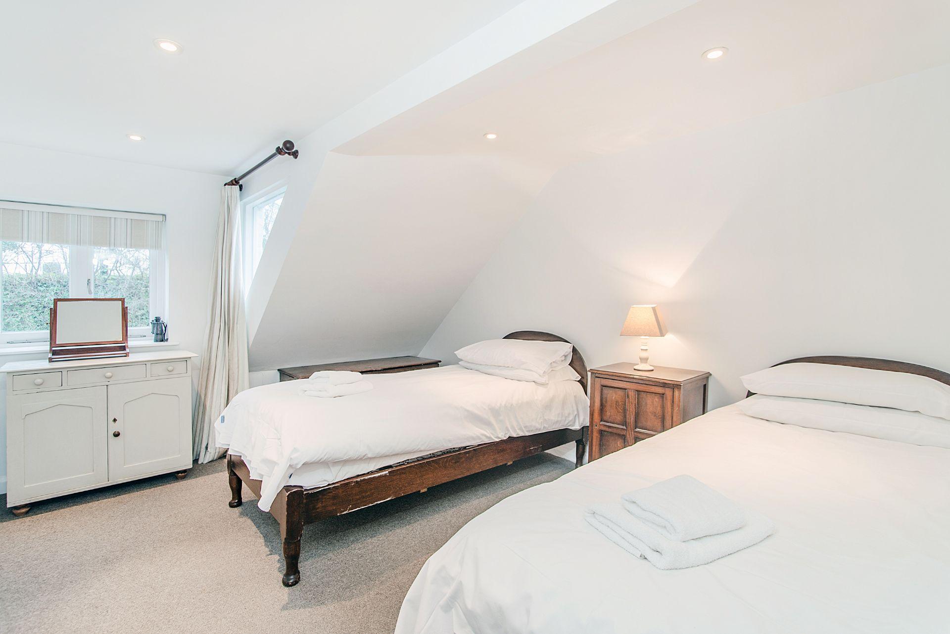 Ty Gwn; Portscatho; Twin Bedroom