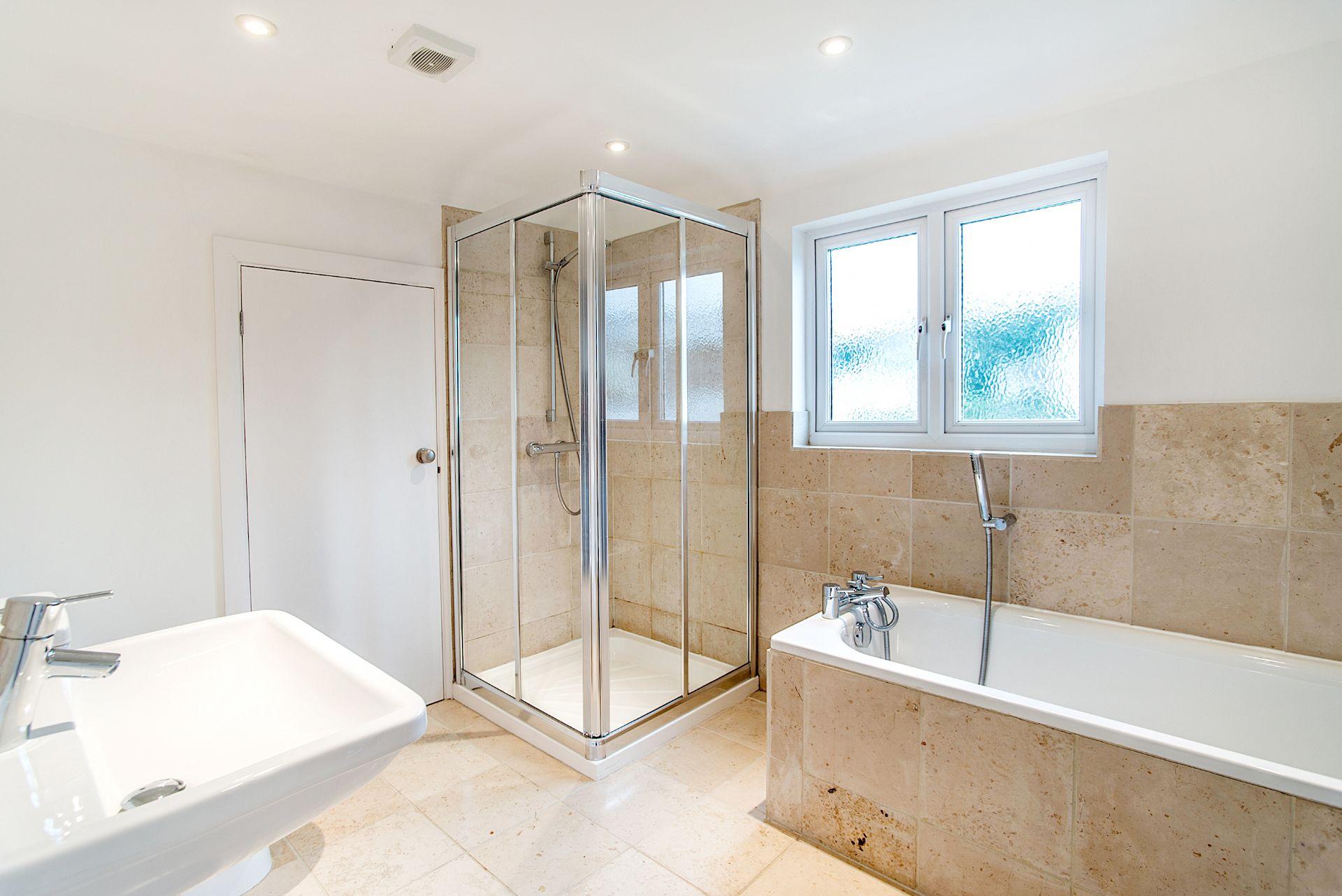 Ty Gwn; Portscatho; First Floor Bathroom & Shower