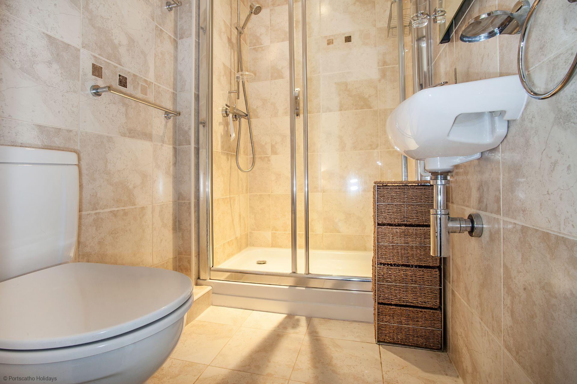 A Loft; St Mawes; En-suite shower