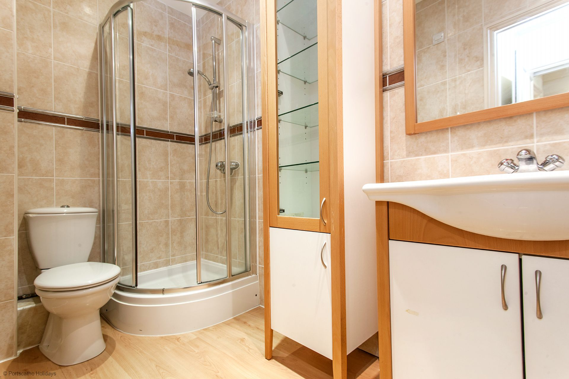 6 Spinnakers; Wentworth House; St Mawes; En Suite Shower