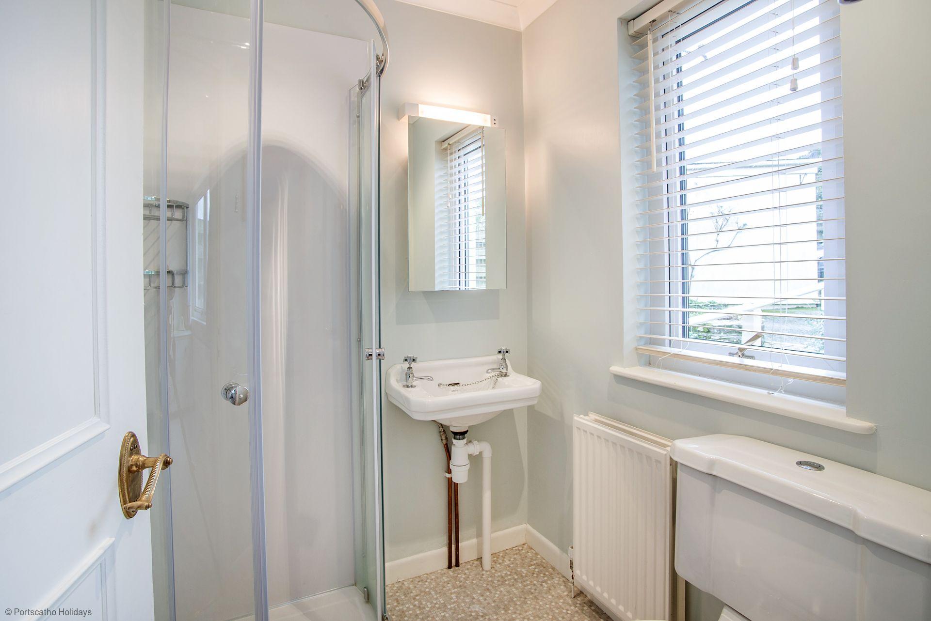 Rosemary Cottage; St Mawes; En-suite Shower