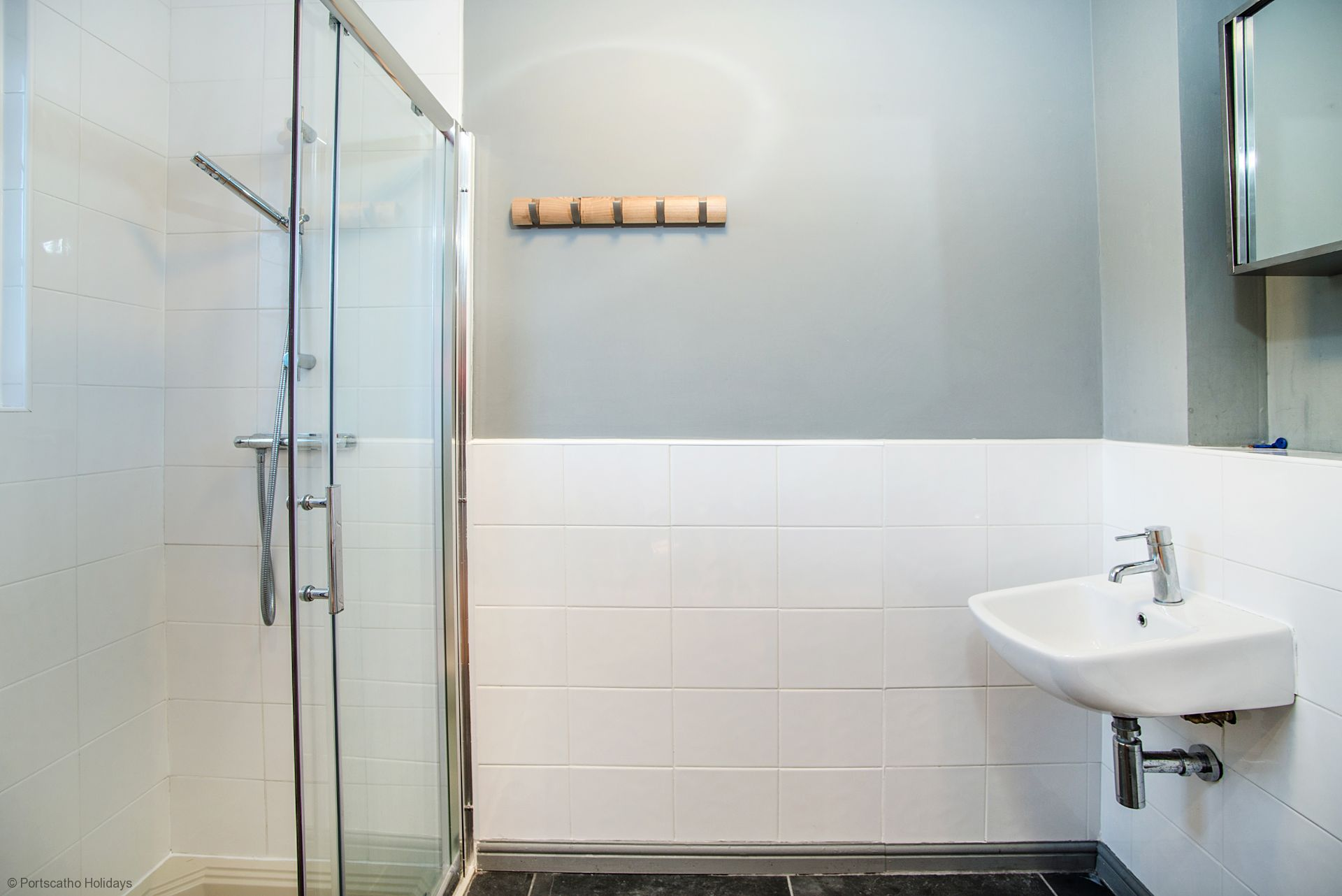 Medlar Cottage; St Mawes; Family Bathroom