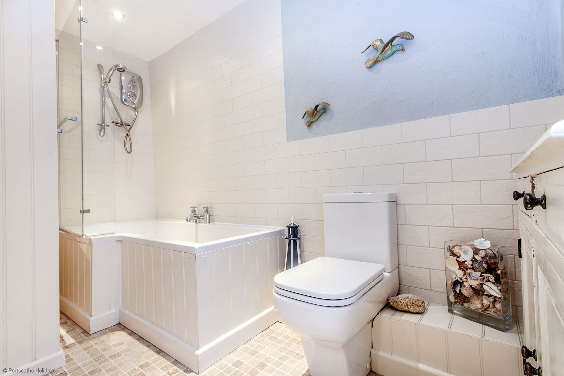 Castle Cottage; St Mawes; Family Bathroom