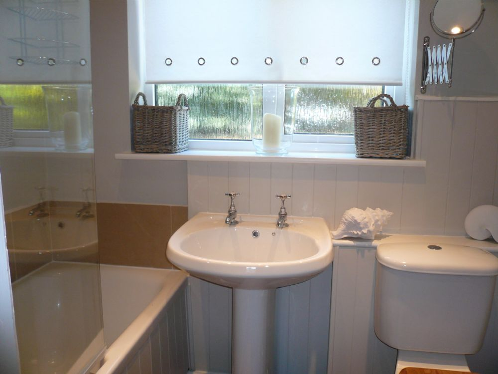 Lugger Cottage | Bathroom