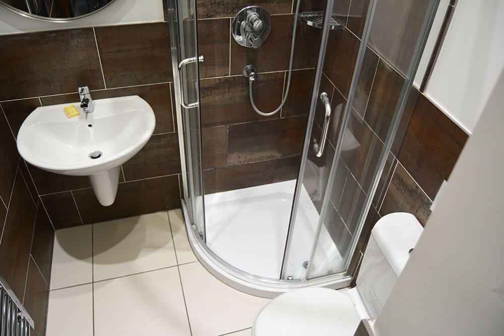 Ground floor: Contemporary shower room