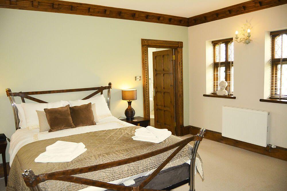 Lower ground floor: Double bedroom with en suite bathroom