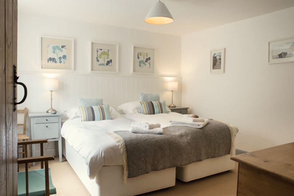 Elliotts House ground floor: Twin bedroom with 3' beds