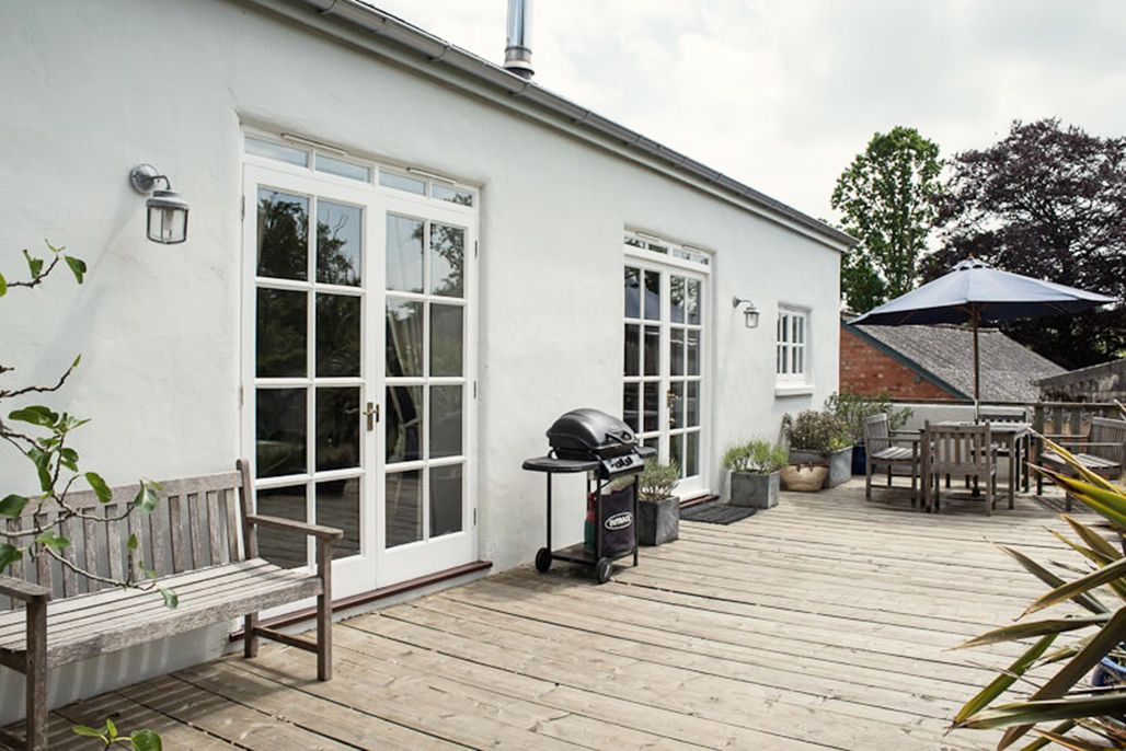 Burrows (sleeps 6) is a superb detached Grade II listed barn conversion, closely located to Elliotts House (sleeps 8)