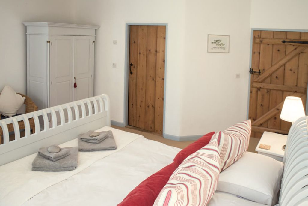 Burrows ground floor: Double bedroom with a 5' bed and en suite shower room