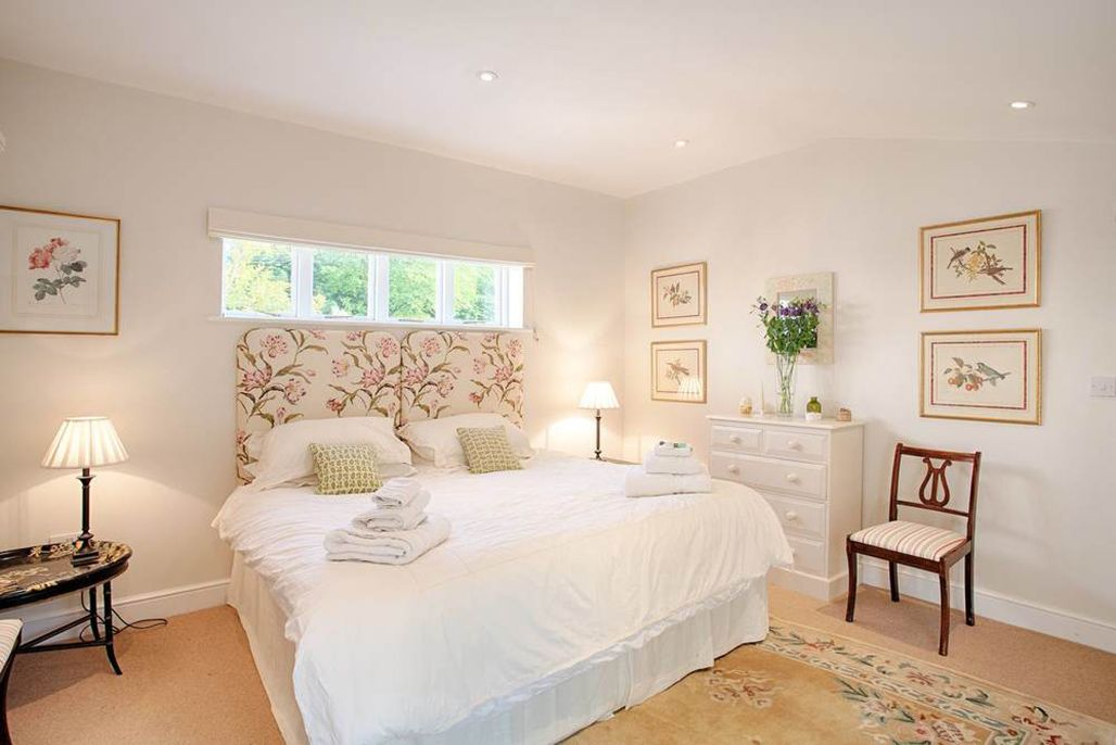 Pool house: Tulip Bedroom – With a super king zip and link bed and French windows leading to the New Garden