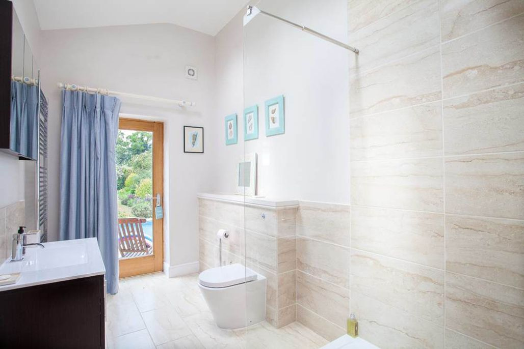 Pool house: En suite shower to Checked Bedroom with a large walk-in shower and direct access from the pool