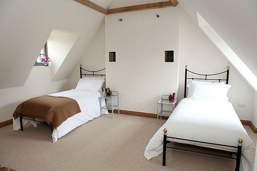 Second floor: Twin/double room with oak beams and en suite walk-in shower