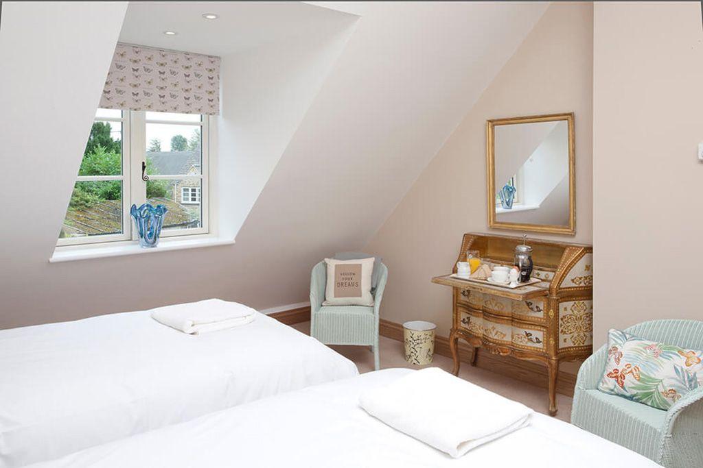 First floor: Twin room with zip and link brass beds and en suite bathroom