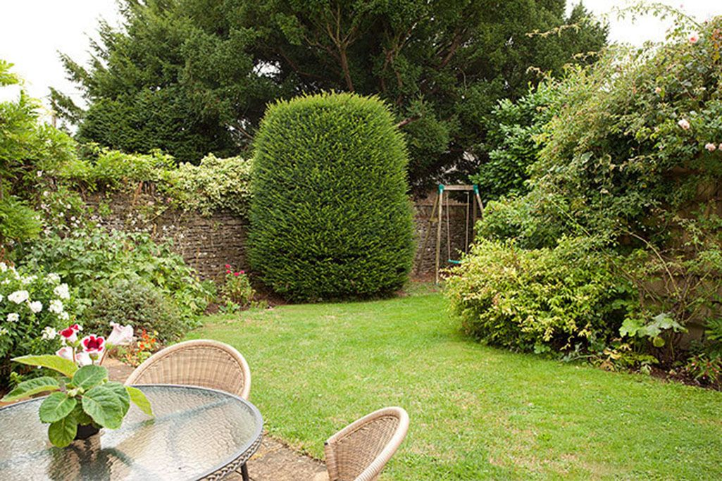 Private walled south-facing garden with barbecue terrace