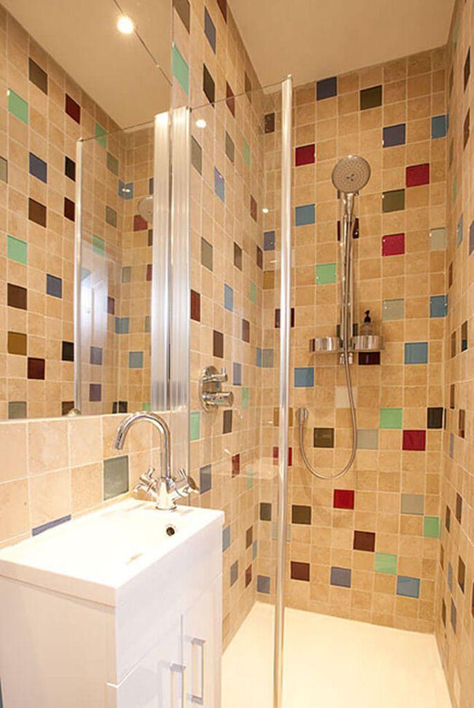 First floor: En suite shower room to master bedroom with walk-in shower