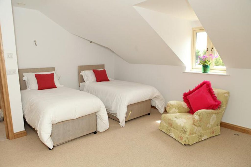Large twin bedroom with zip and link twin beds