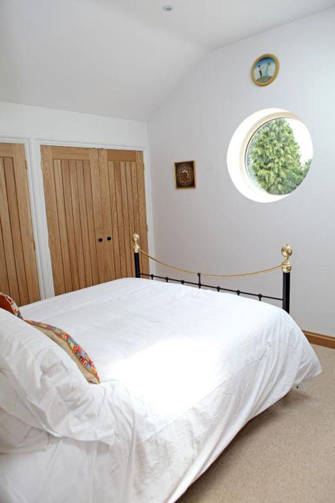 Master bedroom with king size bed, Sky TV and en suite shower room