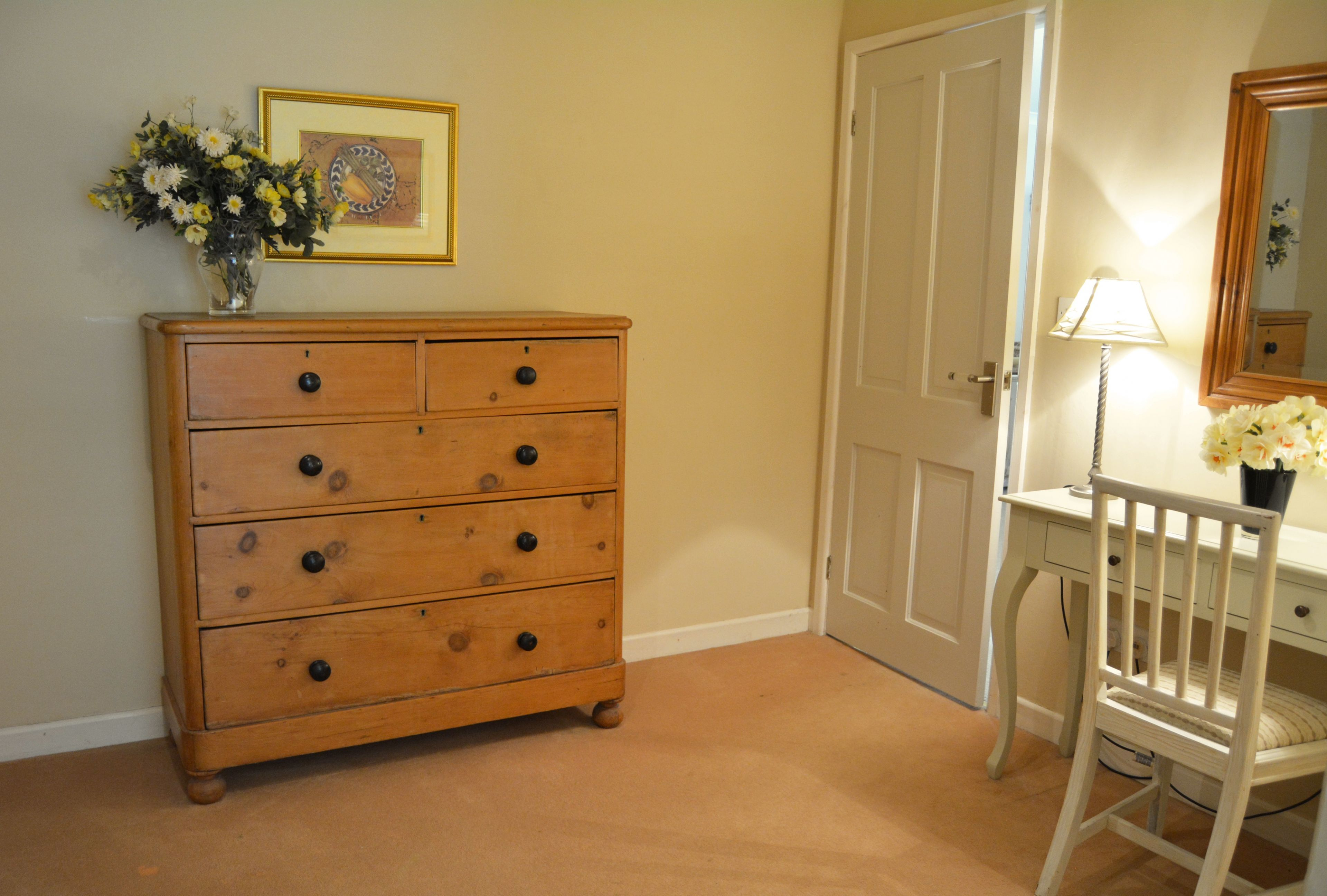 Spacious separate dressing area to twin bedroom