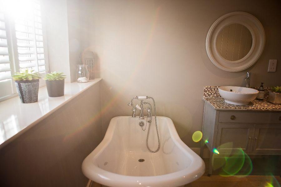 Sexton's Place   En-suite bathroom