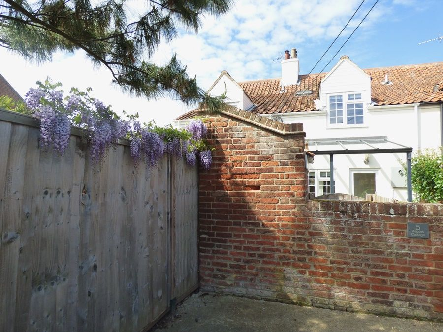 Avocet Cottage | Back view