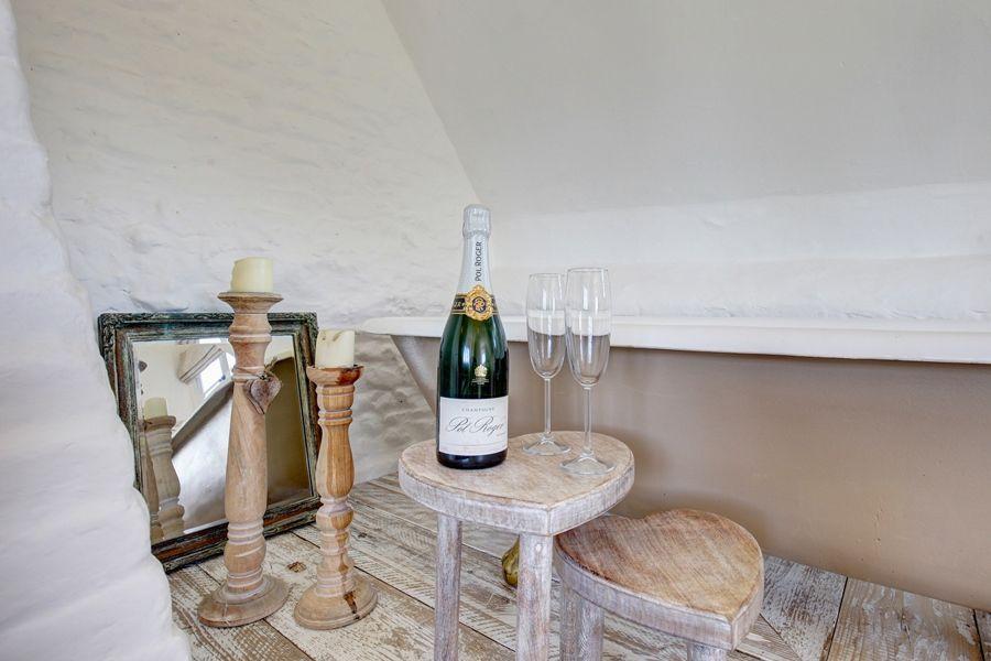 Fox Cottage   Bath with bubbles!