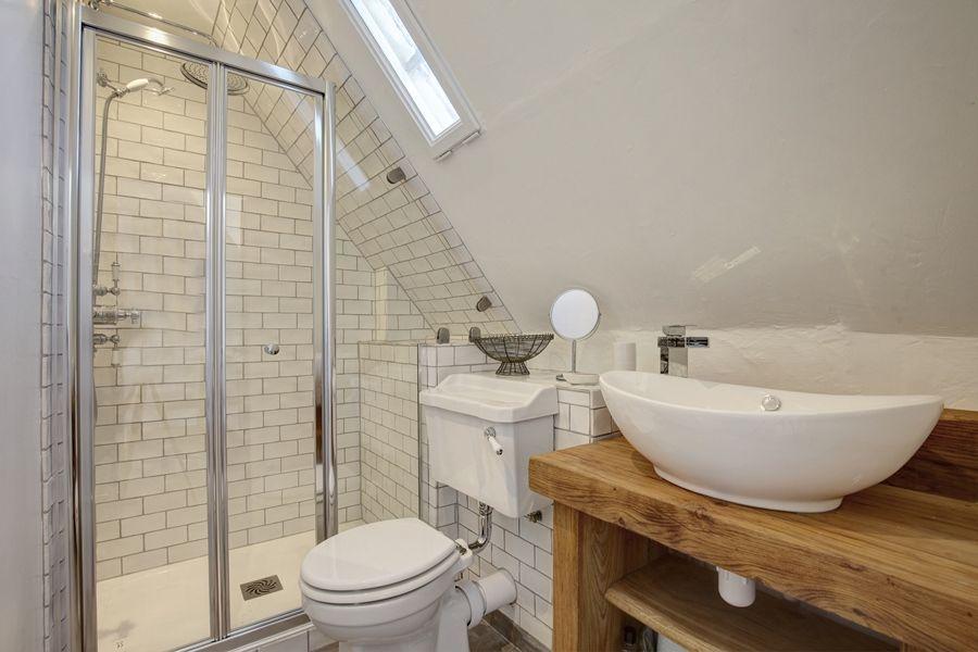 Fox Cottage   Shower room