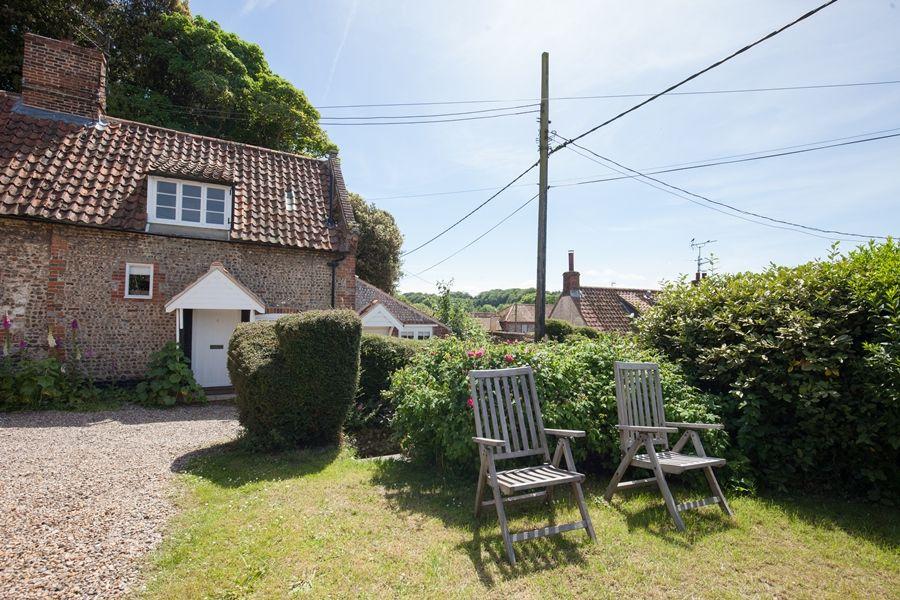 Fox Cottage   Front garden