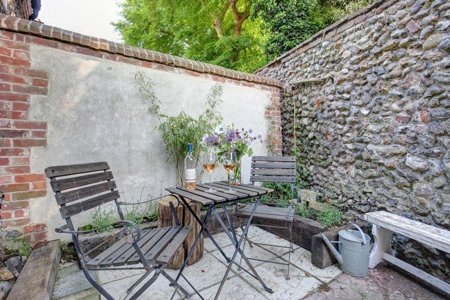 Fox Cottage   Courtyard garden
