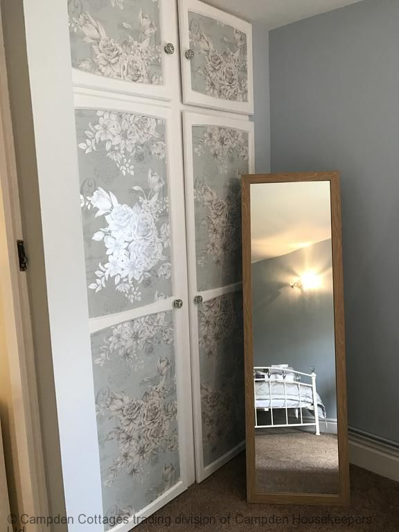 Fitted wardrobe additional full length mirror
