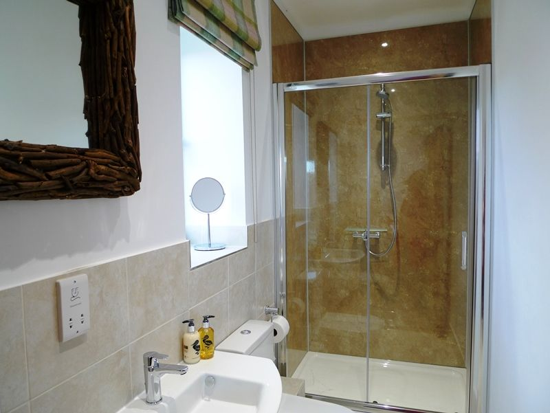 Willow Lodge for 8 plus 2 | Bedroom 3 ensuite