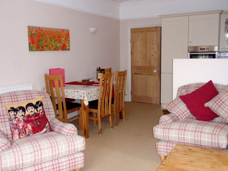 4 Monteagle | Sitting/dining area