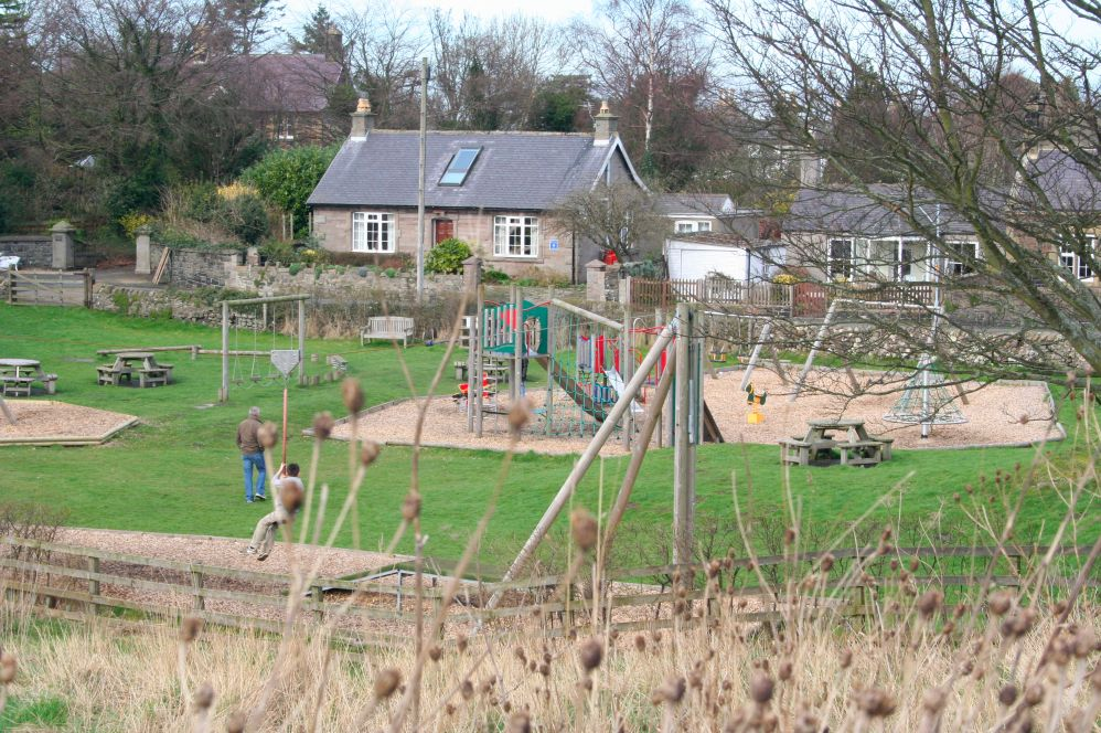 Community play park 500 yards handy for kids