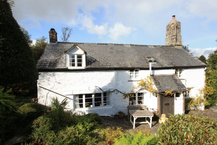 Stunning 13C cottage in beautiful village