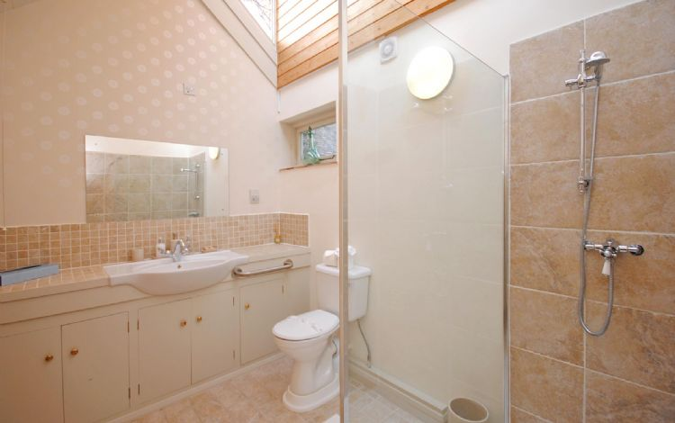 En-suite shower to double bedroom