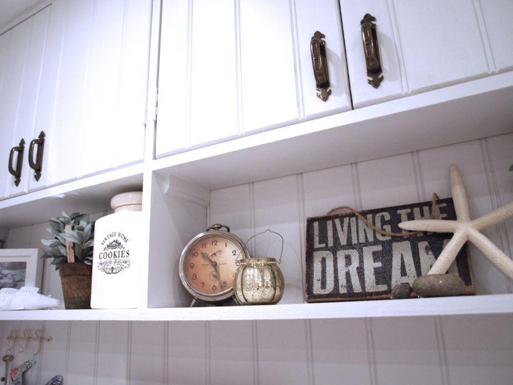 Pinkleton | Kitchen dresser