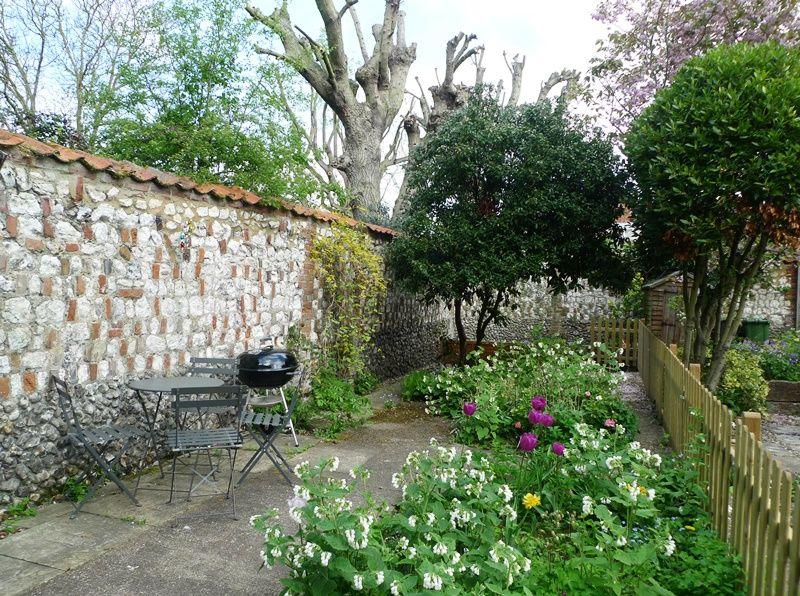Old Sail Cottage   Garden