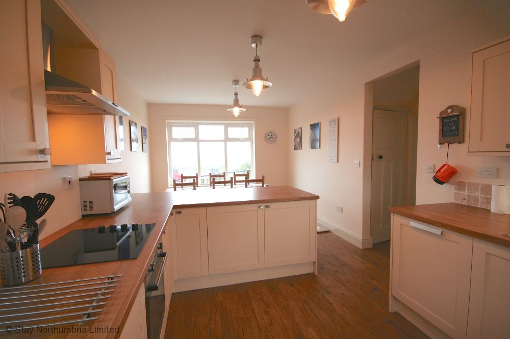 Spacious well fitted kitchen diner