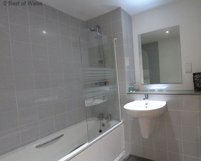 cardiff self catering holiday master bathroom with bath shower