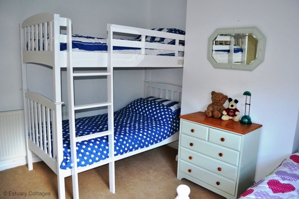 Bunk bedded room with additional single