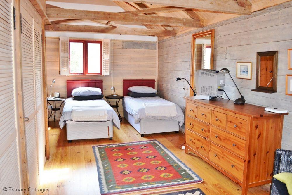 Double/ Twin bedroom