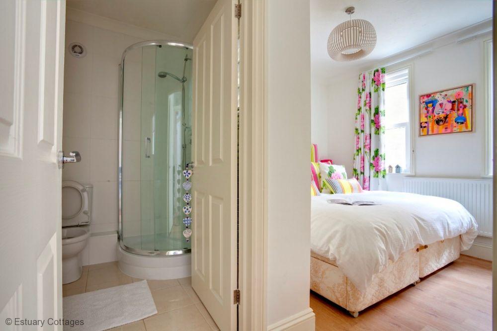 Bedroom 1 - 6ft King with en-suite