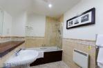 Duck Pond Lodge - Bathroom next to twin showing bath/shower