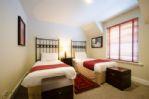 Duck Pond Lodge - Twin bedroom from door