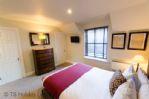 Duck Pond Lodge - Double bedroom towards door