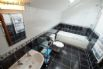 Beudy Taicroesion Holiday Cottage - luxury bathroom
