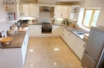 Brecon Beacons Holiday Cottage  - Large kitchen